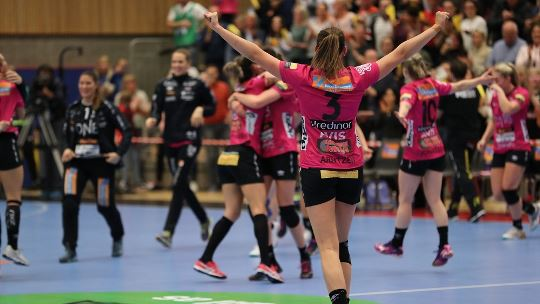 Vipers claim historic win while Metz go top of group