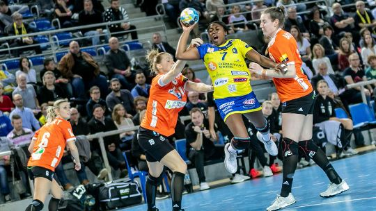 Metz dominate Odense to win Group A