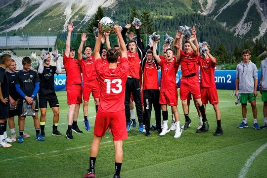 Pfadi lift trophy at EHF Mounthands event in Arosa