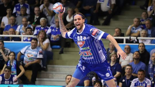 Strong first half leads Szeged to success against Barça; PSG clearly defeat Zagreb