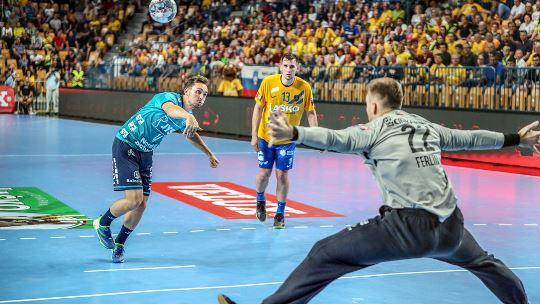 Flensburg and Aalborg take opening away wins