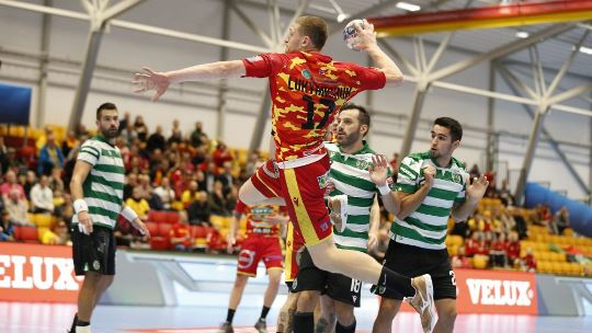 Sporting make top trio complete with clear win