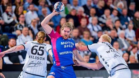 Lowly Motor hold leaders Kiel to a draw in Group B