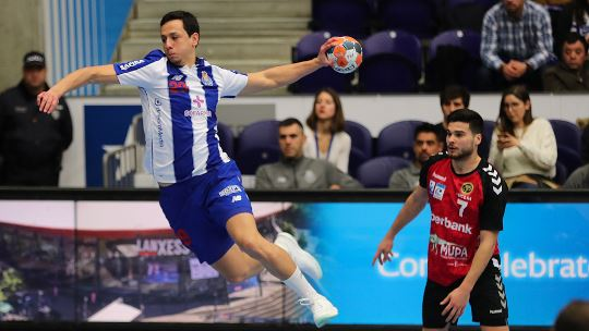 Porto enter quarter-finals as group winners